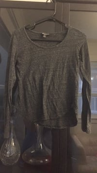 gray scoop-neck long-sleeved shirt Toronto, M4C 1W7