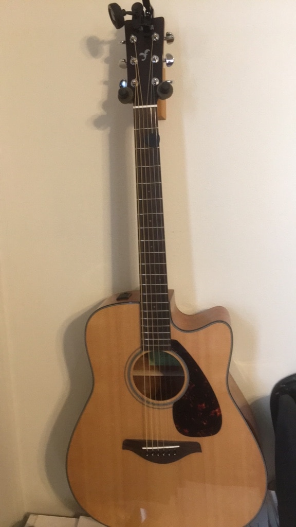 Photo Yahama FGX800C acoustic electric + Acoustic A20 amp for sale$350 OBO