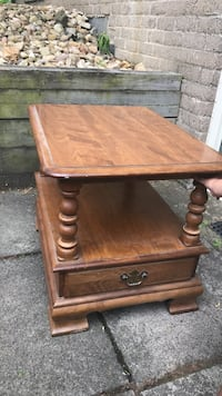 End table New Stanton, 15672