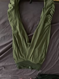 Khaki lululemon crop size 6 never worn Mont-Royal, H4P 1B4