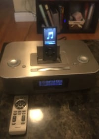 Philips iphone/ipod docking entertainment system with 8gig iPod Berkeley, 94702