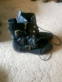 pair of black leather boots London, N6J 1S8
