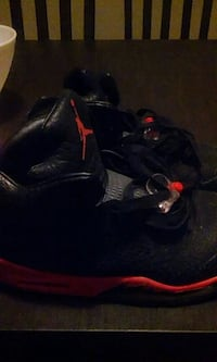 black and red Air Jordan basketball shoes Cleveland, 44111