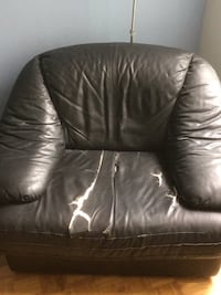 Couch chair for giveaway  Toronto, M5A 4P9