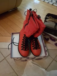 pair of red winter boots Vaughan, L6A 3V2