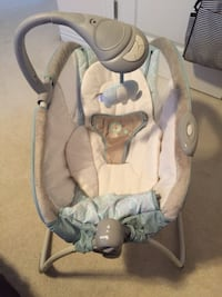 Baby's white and brown bouncer seat Virginia Beach, 23464
