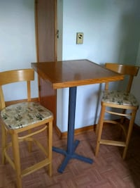 High top table and chairs wine printed Frederick