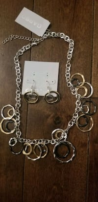 Bnwt Womens Matching Earrings & Necklace  Toronto