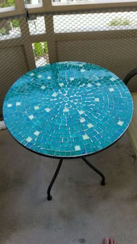 round blue and green table Washington, 20036