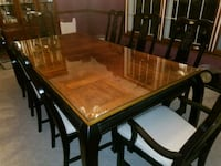 LARGE DINING ROOM TABLE WITH 8 CHAIRS