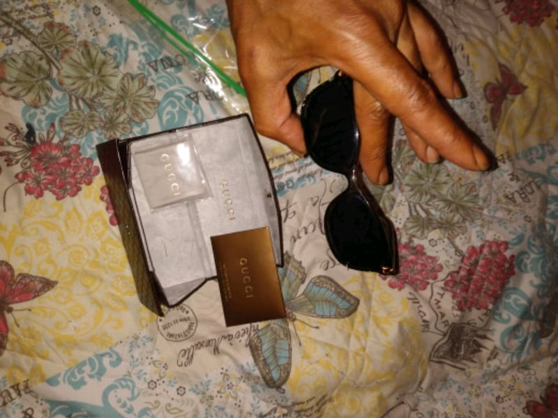 Gucci Sunglasses authentication card and case 437$ a6974aff-4949-402c-bf2d-9c38aeebbabb