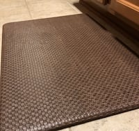 Like NEW (pair) cushioned Kitchen floor mats Chantilly, 20152