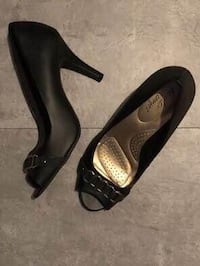 Size 10 Dexflex Comfort black peep toe YES THEY'RE AVAILABLE