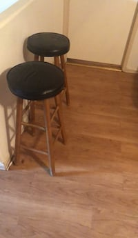 round black wooden side table Bakersfield, 93301