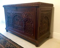 Hand-carved solid wood trunk chest - amazing Miami, 33179