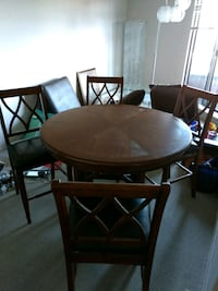Dinning Table Brown Wooden Round 4 Chairs Like New Maple Ridge, V2X 8H1