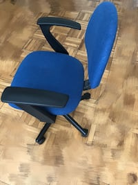 blue and black rolling armchair 洛杉矶, 90036