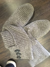 wool uggs size 7 North Vancouver, V7L 2T7