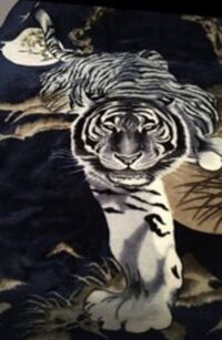 Authentic Mink Blanket Twin. Small trim tear can easily be sown.. reversible White Tiger... Woodbridge, 22191