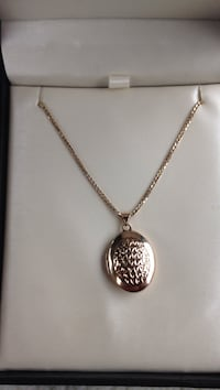 14k gold chain necklace with oval locket pendant Grimsby, L3M 3K2