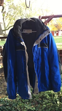 Men's large like new with hood and zip out lining Circleville, 43113