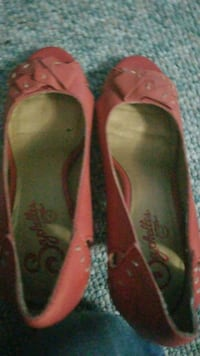 women's pair of pink flats  size  6 Calgary, T1Y 1P7