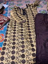 Full stitched thread embroidered traditional shalwar kameez dress brand new size M to L.. 3 piece shirt trousers and scarf price negotiable Woodbridge, 22192