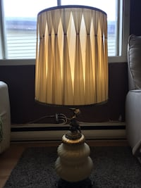 brown and white table lamp Beauharnois, J6N