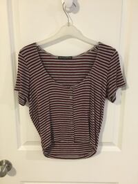 *PRICE DROP* Great condition Brandy Melville crop top View Royal, V9B 6L5