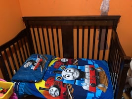 4-1 crib, with mattress, mattress pad and 3 fitted sheets.