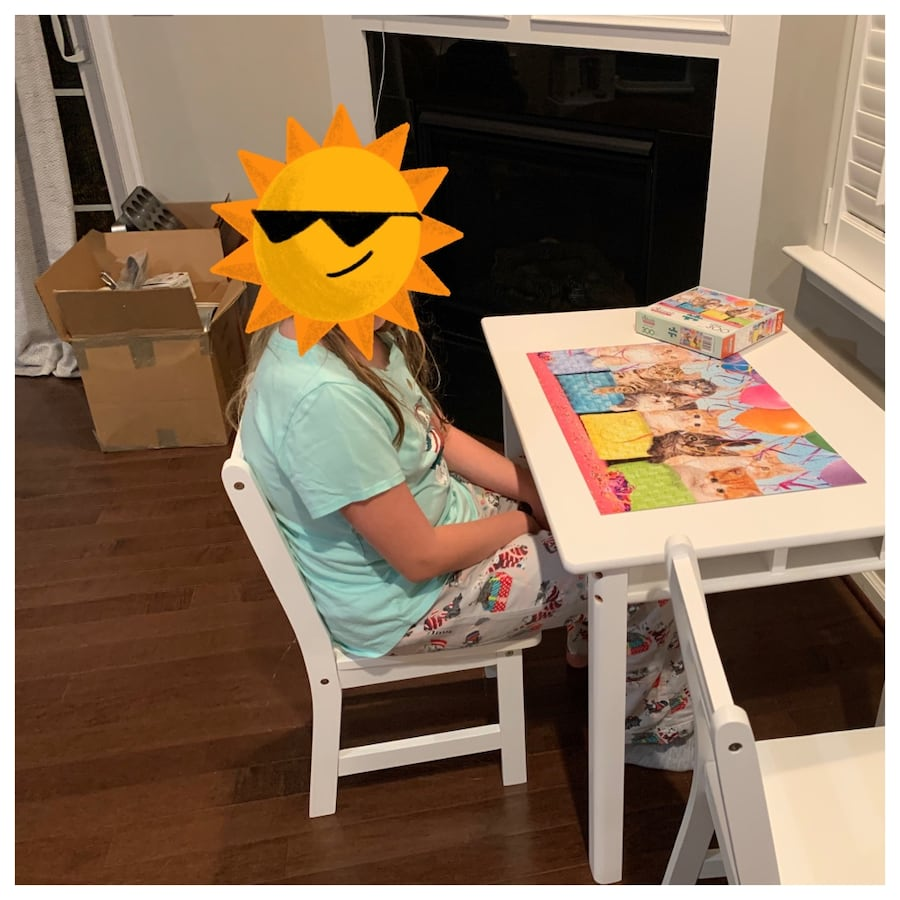 Kids table & 2 chairs a91040fc-4049-4406-a200-b11bacd35f51