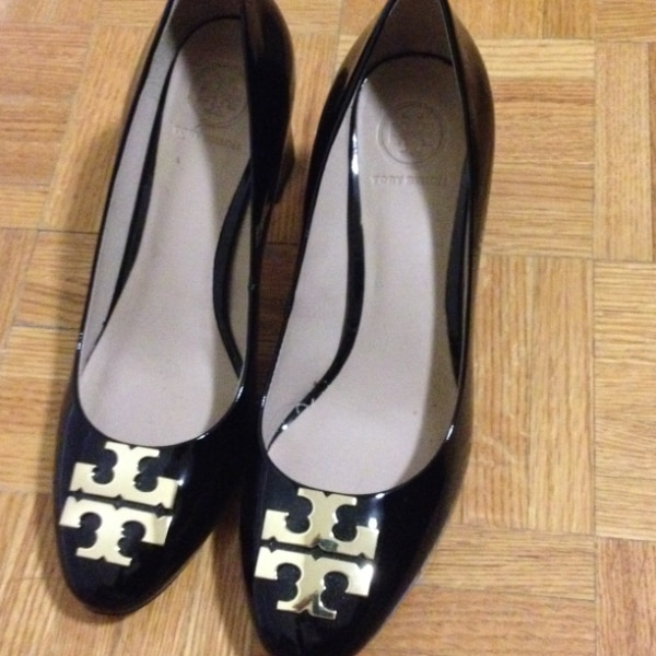 Tory burch pumps worn once 2b66ece9-9128-4f1f-b7df-fa28d732b6dd