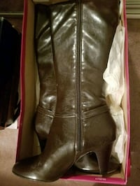 pair of black leather boots Bronx, 10469