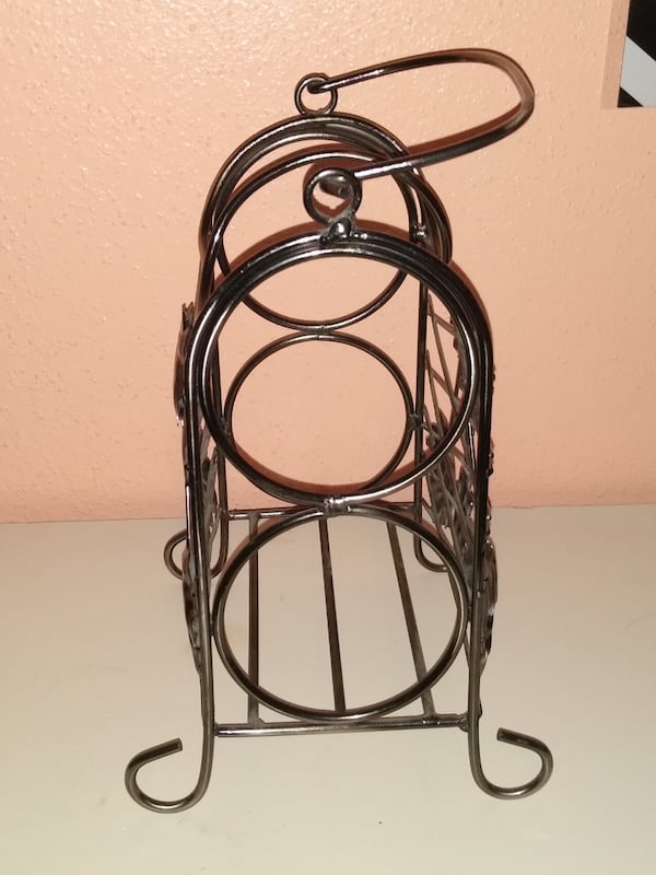 Wine Holder 4f521ec9-5b70-401e-bdf8-217bb63cffb5