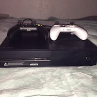 black Xbox One console with controller Lodi, 95240