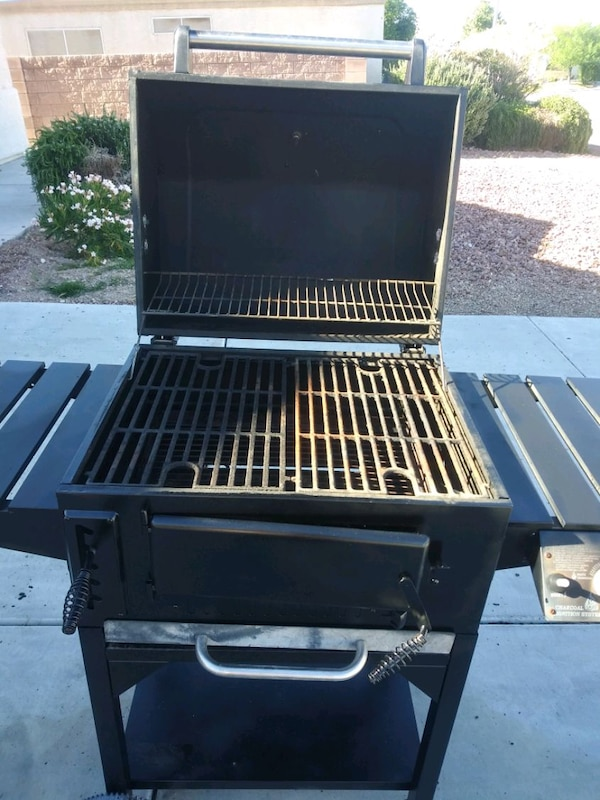 Propane grill works great just need propane tank 96697c5f-1c60-447c-9031-bc143c3a8228
