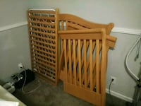 Baby crib/turns into a toddler/ kids full size bed Gainesville, 32608