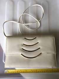 Classy cream coloured shoulder purse  Toronto, M5J