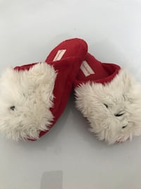 Pair of red-and-white fur slippers Springfield, 01103