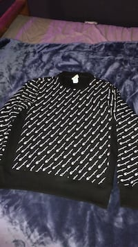 black champion crew neck size medium  Halifax, B2V 1C8