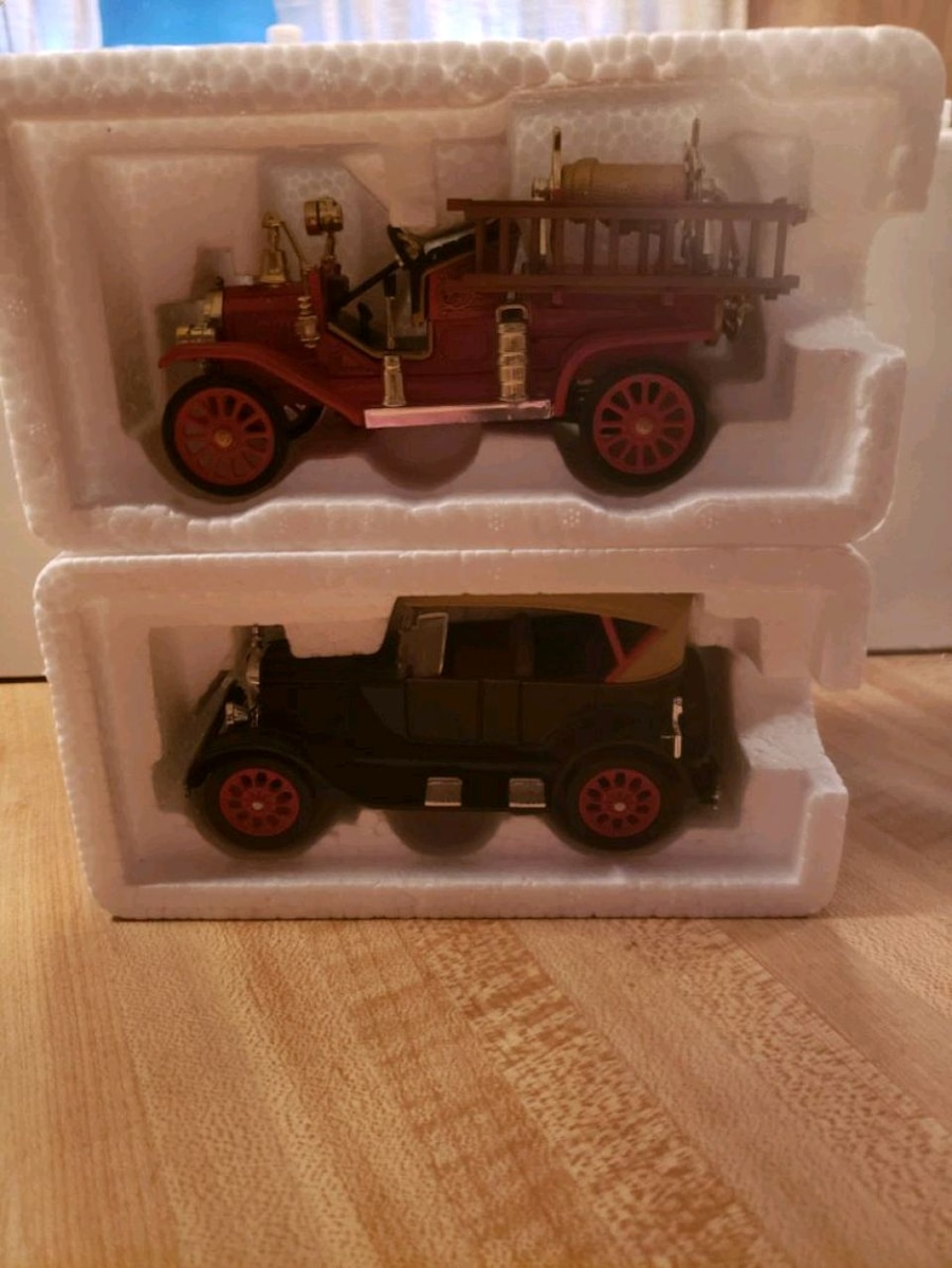 Photo 1/34 Scale 1927 Model T touring Car, 1914 Model T Fire Engine