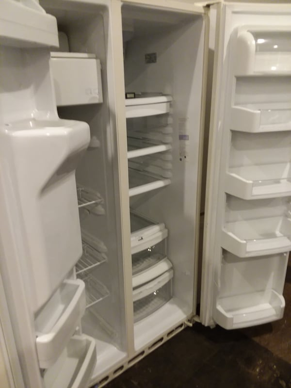 Ge side  by side refrigerator excellent condition  20e1d6d8-d0b6-4425-9579-7d6384a0dce3