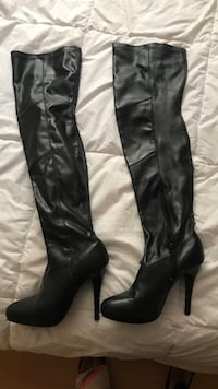 Pair of black leather knee-high boots Los Angeles, 90042