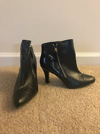 pair of black leather side-zip stiletto booties Virginia Beach, 23462