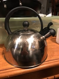 KETTLE, 2 FRAYING PANS & MORE