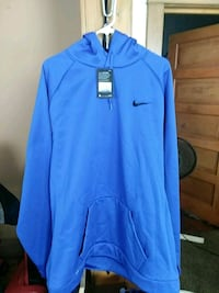 Nike therma training hood new Council Bluffs, 51502