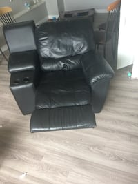 black leather reclining sofa chair Abbotsford, V2T 6M5