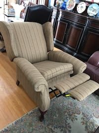 Wing back recliner Beaconsfield, H9W 1K3