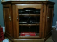 Wood and glass dec cabinet excel cnd Wichita, 67211