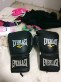 black Everlast heavy bag with gloves El Paso, 79924